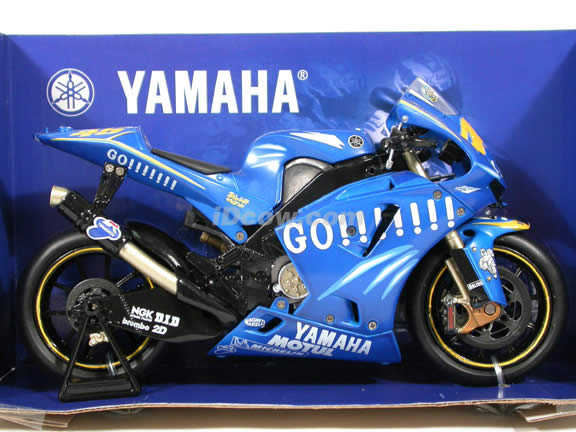2004 Yamaha YZR M1 #46 Valentino Rossi diecast motorcycle 1:12 scale die cast by NewRay - Blue