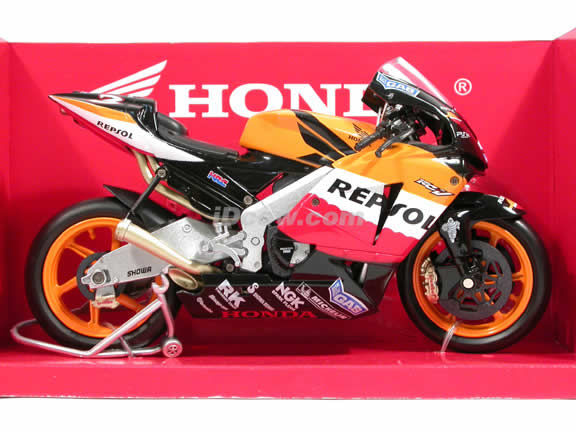 2005 Honda RC211V #3 Repsol Honda Team Max Biaggi Diecast Motorcycle Model 1:12 scale die cast from NewRay - Orange Black 42297