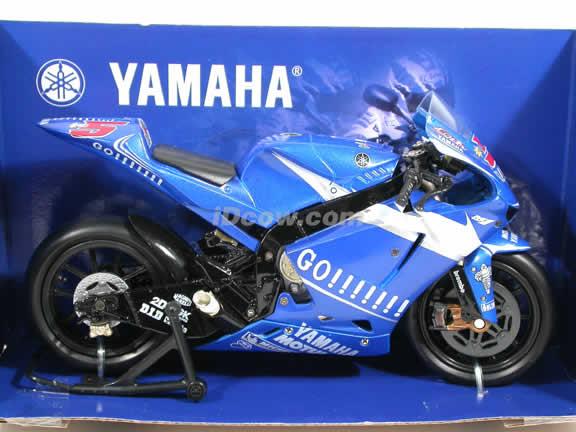 2005 Yamaha YZR-M1 #5 Gauloises Yamaha Team Diecast Motorcycle Model 1:12 scale die cast from NewRay - Blue Go!! 42317