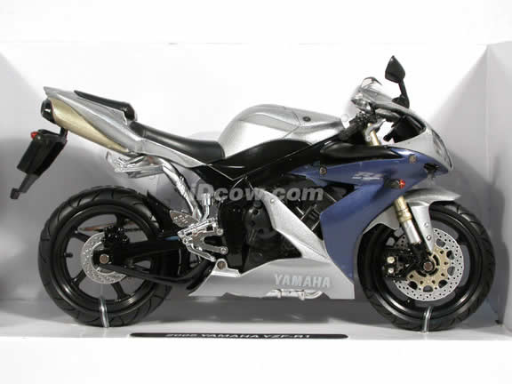 2005 Yamaha YZF-R1 Diecast Motorcycle Model 1:12 scale die cast from NewRay - Silver 42337