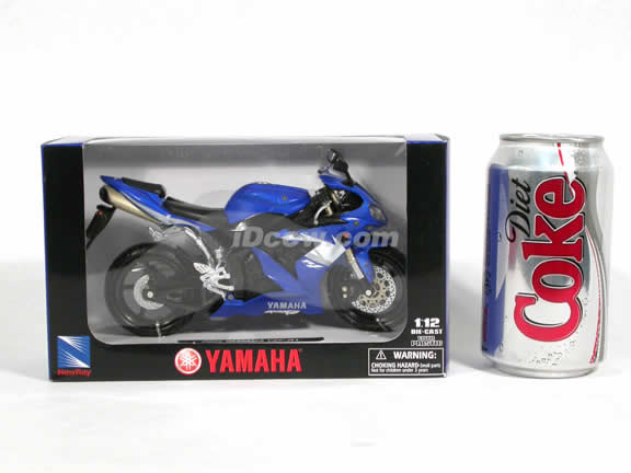 2005 Yamaha YZF-R1 Diecast Motorcycle Model 1:12 scale die cast from NewRay - Blue 42337