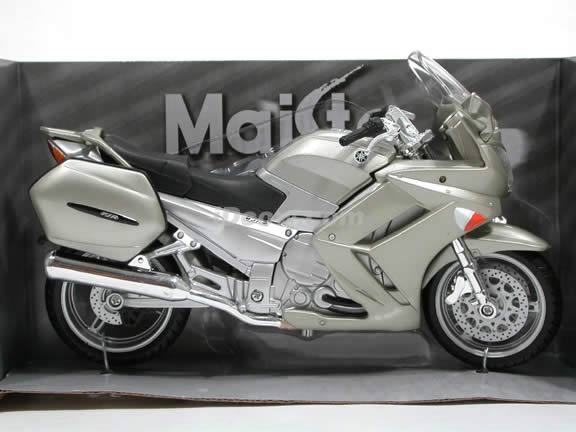 2006 Yamaha FJR 1300 Diecast Motorcycle Model 1:12 scale die cast from Maisto - Warm Silver 31107