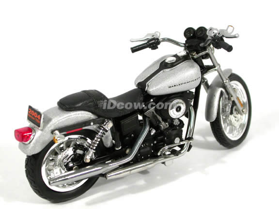 2004 Harley Davidson Dyna Super Glide Sport Diecast Motorcycle Model 1:18 scale die cast from ERTL - Silver
