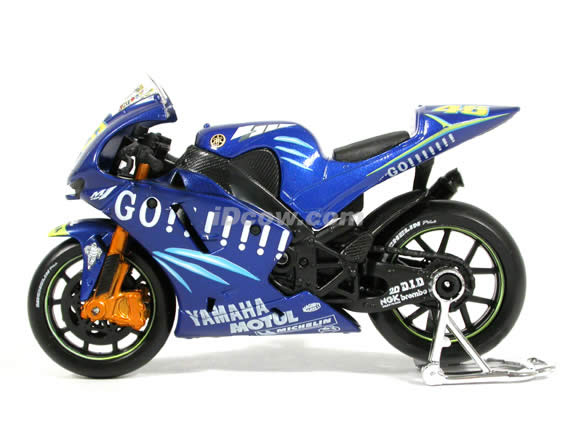 2004 Yamaha YZR M1 #46 Valentino Rossi Diecast Motorcycle Model 1:18 scale die cast from Maisto - Blue