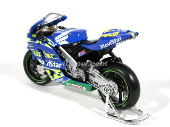 2004 Honda RCV 211 #45 Colin Edwards Diecast Motorcycle Model 1:18 scale die cast from Maisto - Blue