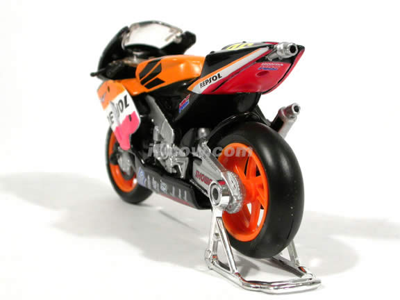 2003 Honda RCV 211 #46 Valentino Rossi Diecast Motorcycle Model 1:18 scale die cast from Maisto - Orange Tank
