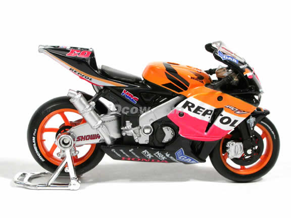 2003 Honda RC211V #69 Repsol Honda Team Nicky Hayden Diecast Motorcycle Model 1:18 scale die cast from Maisto - Orange Black 31541