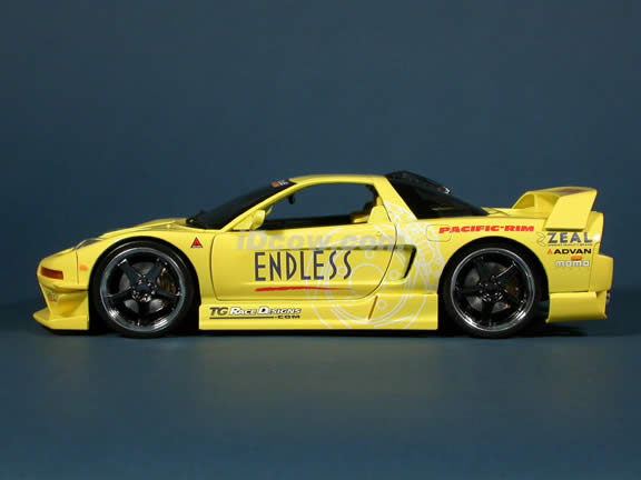 2003 Acura NSX diecast model car 1:18 scale die cast from Muscle Machines - Yellow