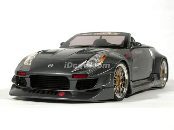 2004 Nissan 350Z Convertible diecast model car 1:18 scale die cast from Muscle Machines - Charcoal Grey