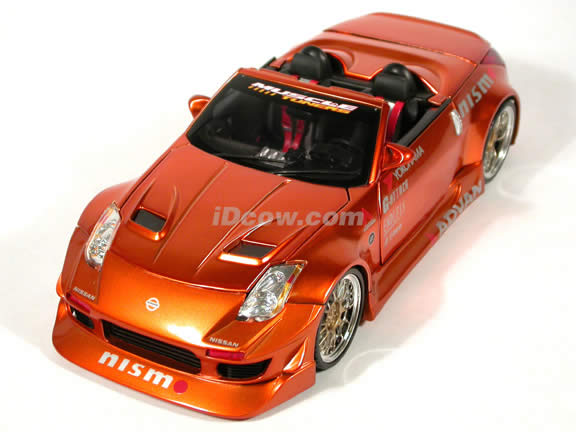 2004 Nissan 350Z Convertible diecast model car 1:18 scale die cast from Muscle Machines - Copper