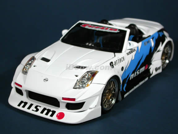 2004 Nissan 350Z Convertible Turbo diecast model car 1:18 scale die cast from Muscle Machines - White