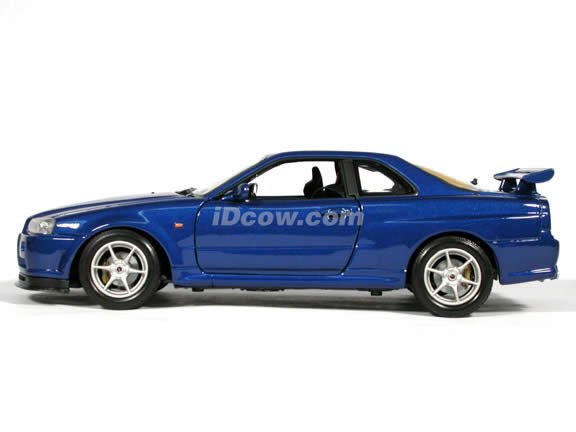 2002 Nissan Skyline GT-R diecast model car 1:18 scale die cast by Motor Max - Blue