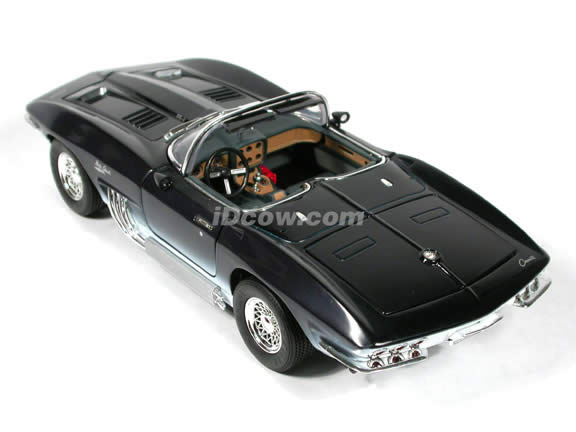 1961 Chevy Corvette Mako Shark diecast model car 1:18 scale die cast by Motor Max