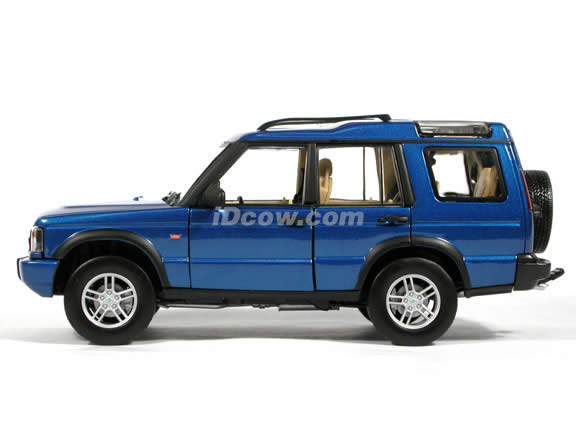 2004 Land Rover Discovery diecast model SUV 1:18 scale die cast by Motor Max - Blue