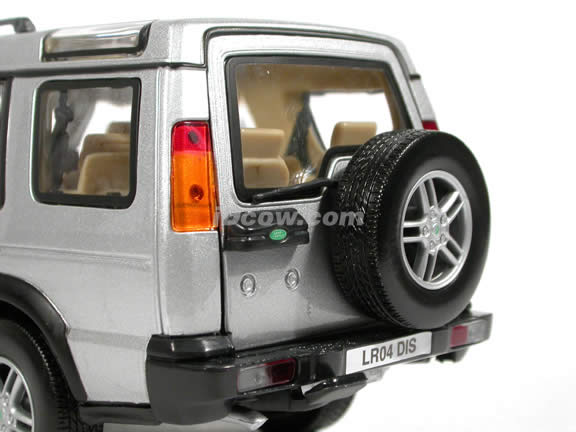 2004 Land Rover Discovery diecast model SUV 1:18 scale die cast by Motor Max - Silver