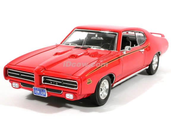 1969 Pontiac GTO diecast model car 1:18 scale