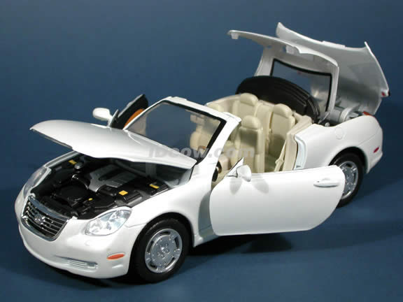 2002 Lexus SC 430 diecast model car 1:18 scale die cast by Motor Max - Pearl White