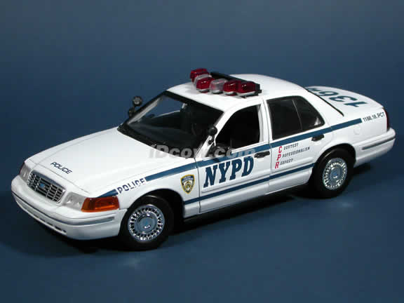 2004 Ford Crown Victoria NYPD Police Car diecast model car 1:18 scale die cast by Motor Max - 73125