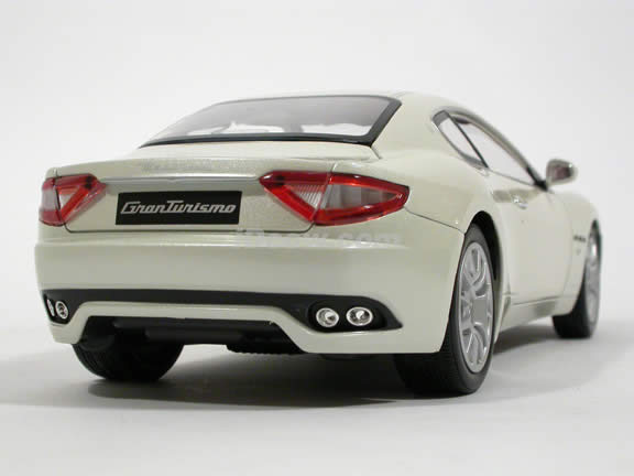 2008 Maserati Gran Turismo diecast model car 1:18 scale die cast by Mondo Motors - Pearl White 500413
