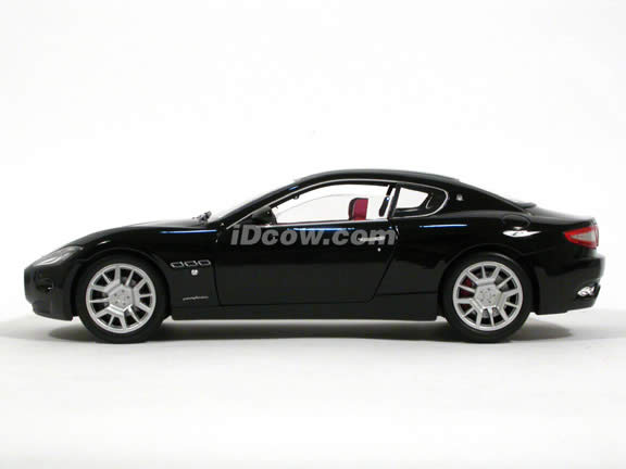 2008 Maserati Gran Turismo diecast model car 1:18 scale die cast by Mondo Motors - Black 500413