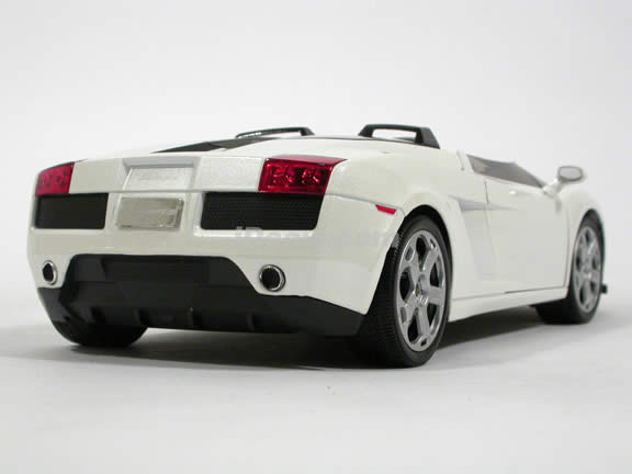2007 Lamborghini Gallardo Concept S diecast model car 1:18 scale die cast by Mondo Motors - Pearl White 500390