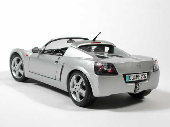 2002 Opel Speedster Diecast model car 1:18 scale die cast by Maisto - Silver