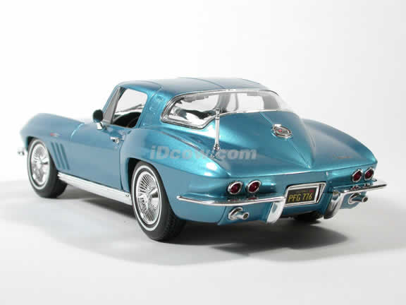 1965 Corvette Coupe Diecast model car 1:18 scale die cast by Maisto - Blue
