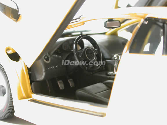 2002 Lamborghini Murcielago Diecast model car 1:18 scale die cast by Maisto - Yellow