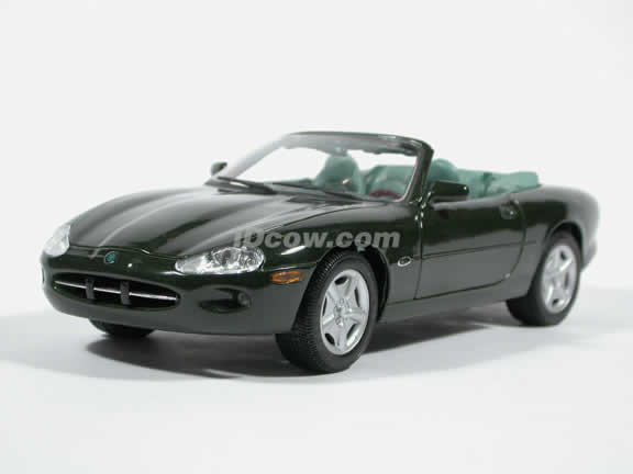 1996 Jaguar XK8 European Diecast model car 1:18 scale die cast by Maisto - Green