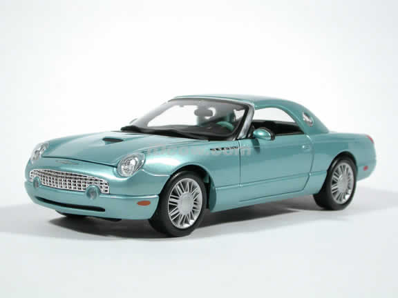 2002 Ford Thunderbird Diecast model car 1:18 scale die cast by Maisto - Blue
