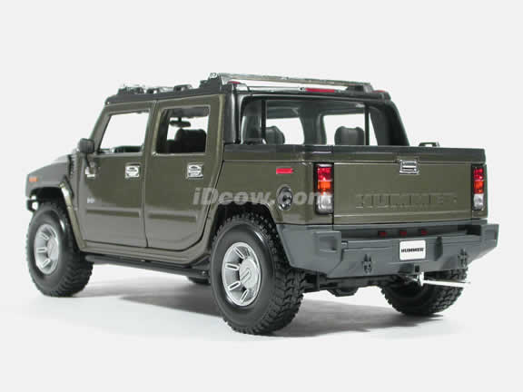 2004 Hummer H2 SUT Diecast model car 1:18 scale die cast by Maisto - Green
