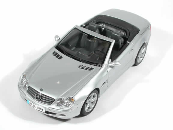 2002 Mercedes Benz SL Diecast model car 1:18 scale die cast by Maisto - Silver