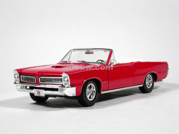1965 Pontiac GTO diecast model car 1:18 scale convertible by Maisto - Red Convertible