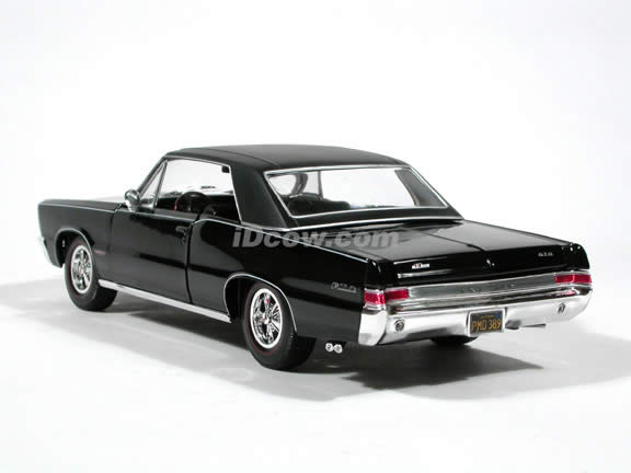 1965 Pontiac GTO diecast model car 1:18 scale Hurst Edition by Maisto - Black