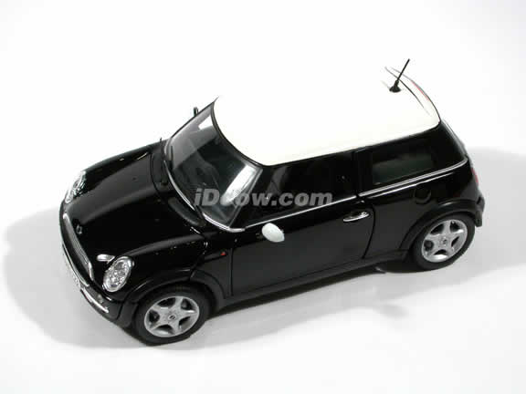 2001 Mini Cooper diecast car model 1:18 scale die cast by Maisto - Black