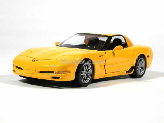 2001 Chevrolet Corvette Z06 diecast model car 1:18 scale die cast by Maisto - Yellow