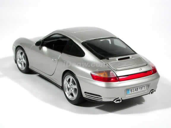 2002 Porsche 911 Carrera 4S diecast model car 1:18 scale by Maisto - Silver
