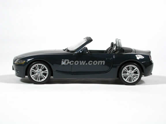 2003 BMW Z4 diecast model car 1:18 scale die cast by Maisto - Dark Blue