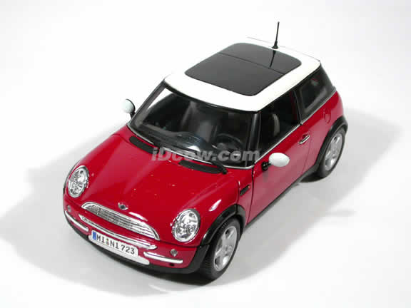 2001 Mini Cooper diecast model car 1:18 scale die cast by Maisto - Sunroof Red
