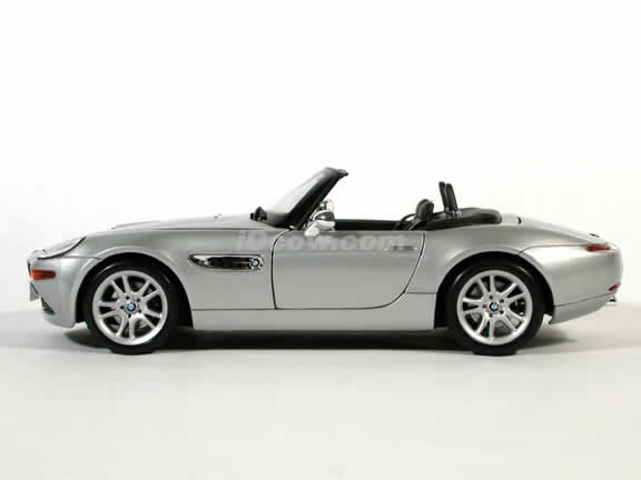 2000 BMW Z8 Diecast model car 1:18 scale die cast by Maisto - Silver Convertible