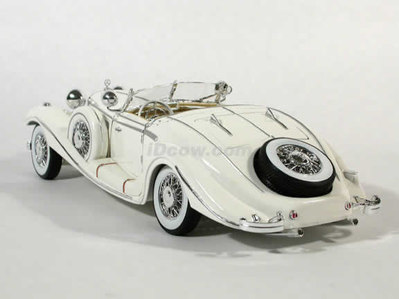 1936 Mercedes Benz 500K Diecast model car 1:18 scale die cast by Maisto - White