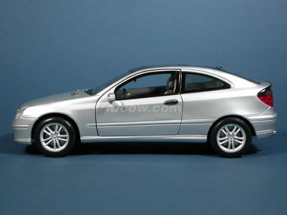 2002 Mercedes Benz C class C230K Sportcoupe Diecast model car 1:18 scale die cast by Maisto - Silver