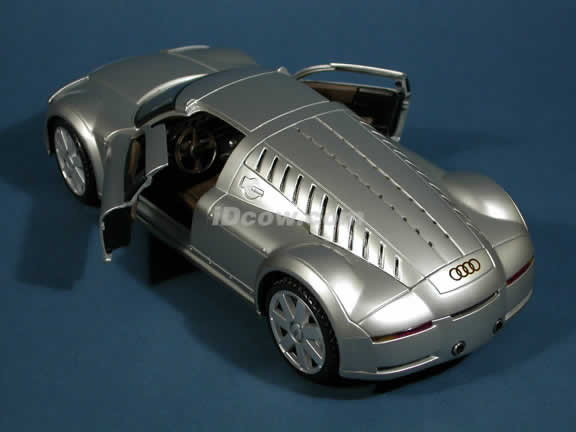 2002 Audi Supersportwagen Rosemeyer Diecast model car 1:18 scale die cast by Maisto