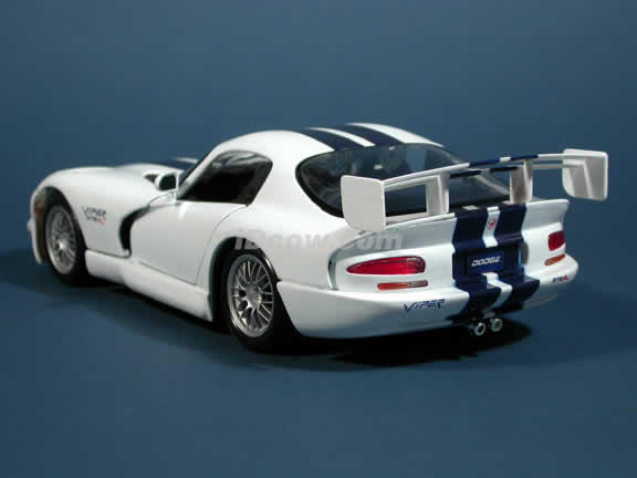 1997 Dodge Viper GTSR2 GT2 Diecast model car 1:18 scale die cast by Maisto - White