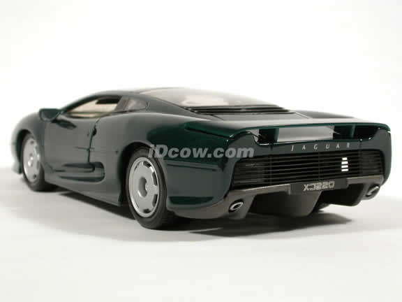 1992 Jaguar XJ220 diecast model car 1:18 scale die cast by Maisto - Green