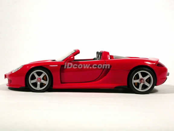 2004 Porsche Carrera GT diecast model car 1:18 scale die cast by Maisto - Red (Production Model)
