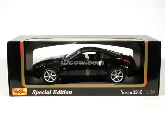 2003 Nissan 350Z diecast model car 1:18 scale die cast by Maisto - Black