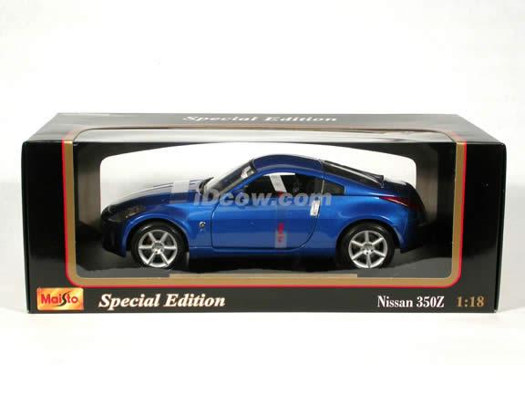 2003 Nissan 350Z diecast model car 1:18 scale die cast by Maisto - Blue