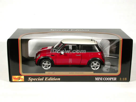 2001 Mini Cooper diecast model car 1:18 scale die cast by Maisto - Red