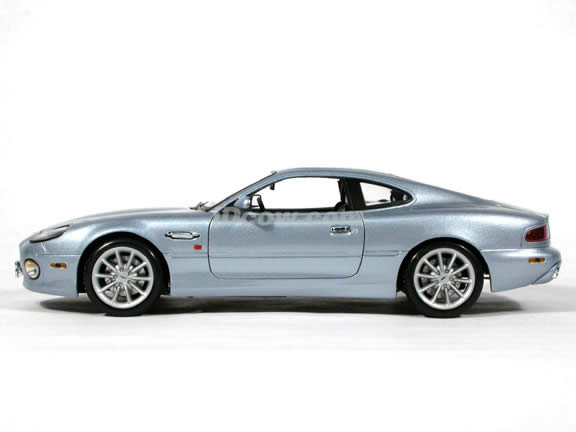 Aston Martin DB7 Vantage diecast model car 1:18 scale die cast by Maisto - Silver Blue